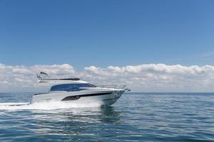2019 Prestige Yachts 520
