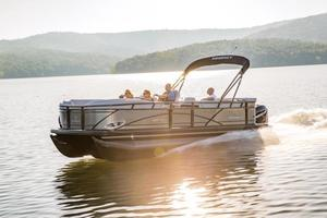2018 Regency 220 DL3 Boat Test Photo