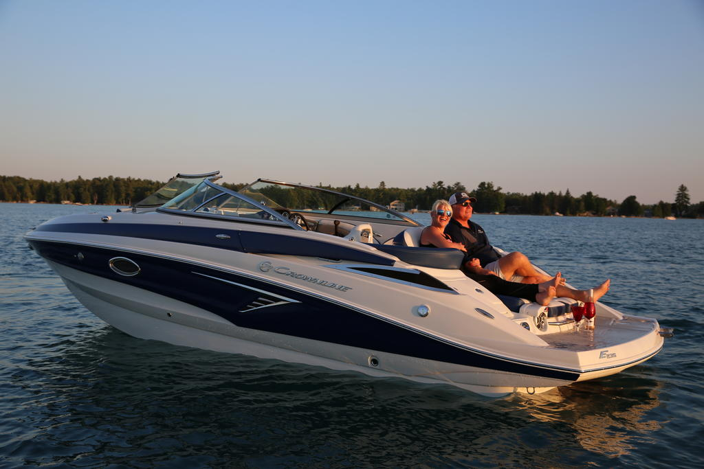 2019 Crownline E 235 Buyers Guide 25468 | Boat Buyers Guide