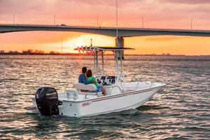 2019 Boston Whaler 190 MONTAUK Buyers Guide Photo
