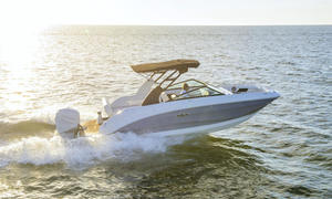 2020 Sea Ray SDX 250 OB  Buyers Guide Photo