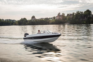 2019 Bayliner 180 BOWRIDER  Buyers Guide Photo