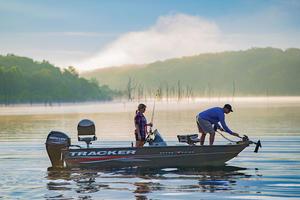 2018 Tracker Boats PRO GUIDE V-16 SC