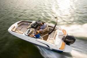 2019 Bayliner 190 DECK BOAT  Buyers Guide Photo