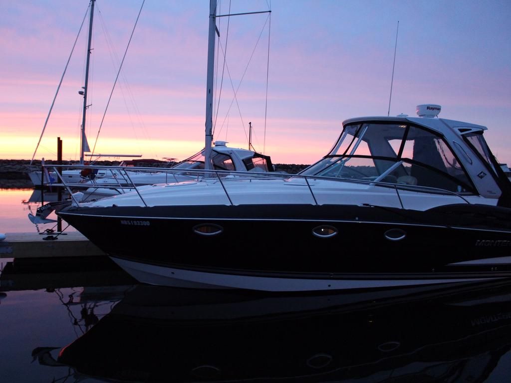 2015 Monterey boat for sale, model of the boat is 355SY & Image # 1 of 10