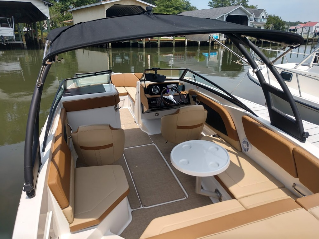 2018 Sea Ray boat for sale, model of the boat is 230 SPXO & Image # 4 of 12