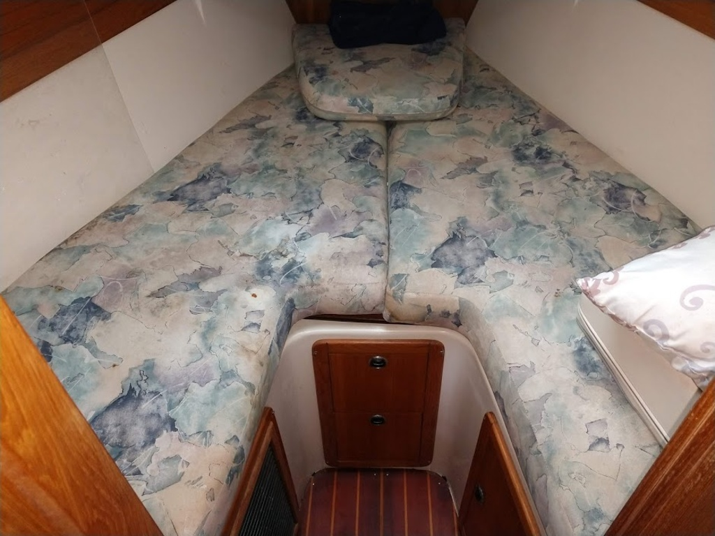 2000 Catalina Yachts boat for sale, model of the boat is 320 & Image # 6 of 12