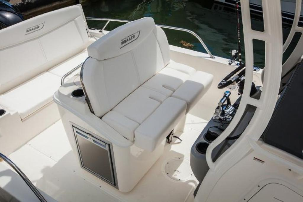 2019 Boston Whaler boat for sale, model of the boat is 270 Dauntless & Image # 3 of 4