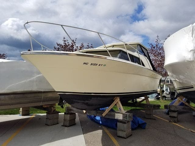 1979 Silverton boat for sale, model of the boat is 26 EXPRESS & Image # 2 of 27