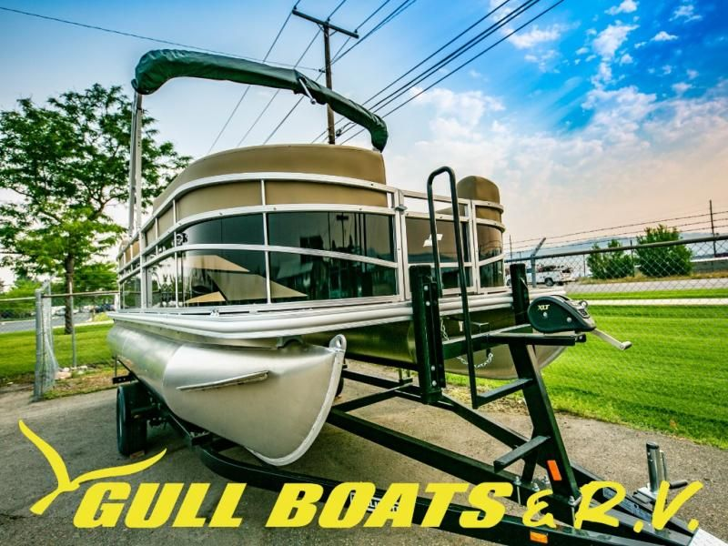 2021 Starcraft boat for sale, model of the boat is LX Series 20 R & Image # 2 of 14