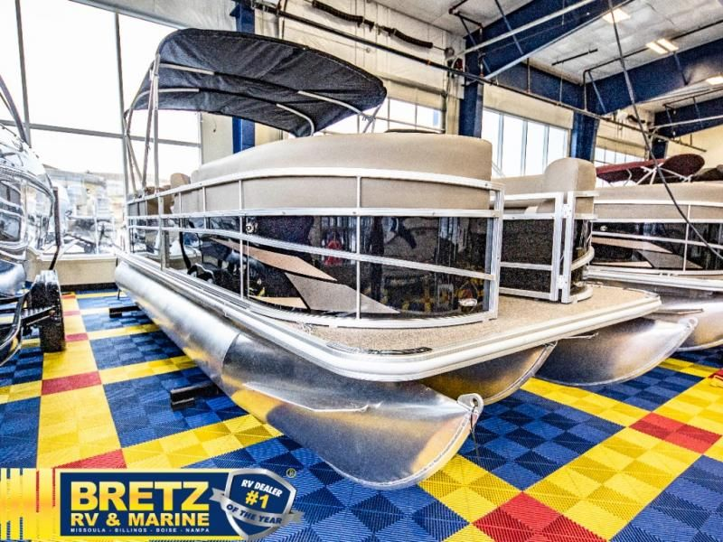 2021 Starcraft boat for sale, model of the boat is LX Series 22 R & Image # 2 of 16