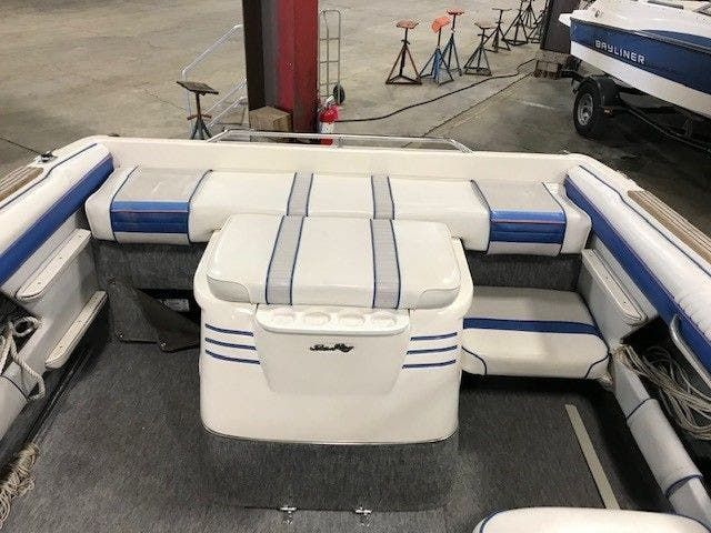 1993 Sea Ray boat for sale, model of the boat is 220 BOW RIDER & Image # 2 of 9