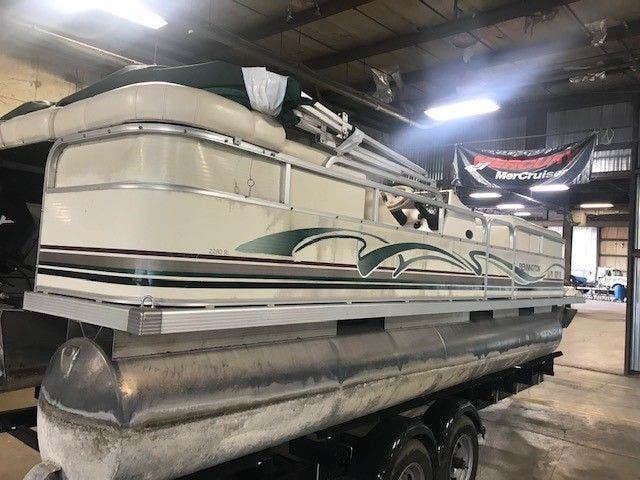 1999 Bennington boat for sale, model of the boat is 2280RL & Image # 2 of 7