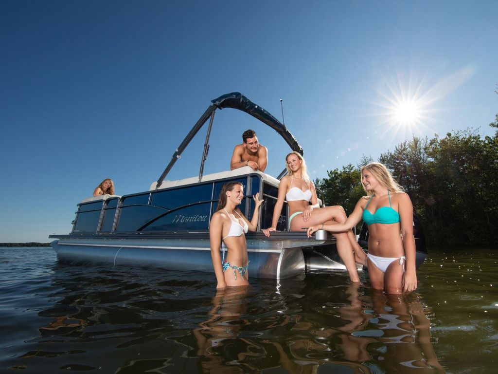 2021 Manitou Pontoon boat for sale, model of the boat is AURORA & Image # 2 of 11