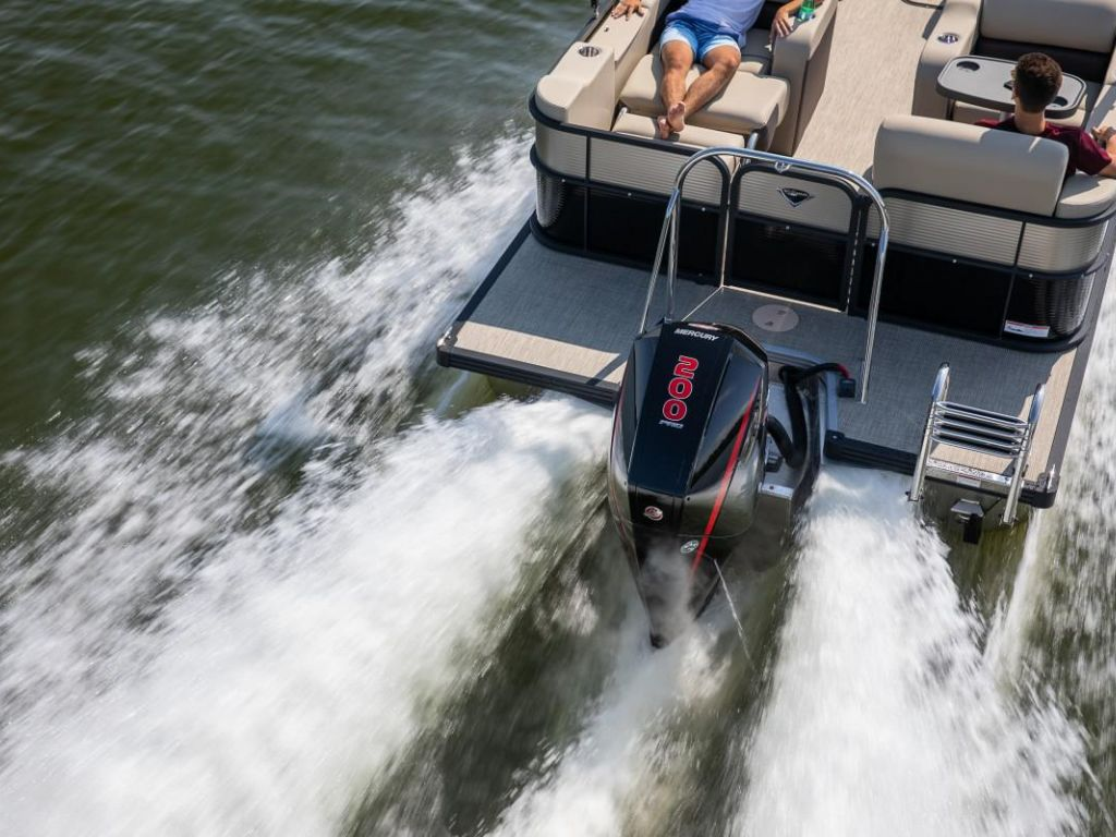 2021 Manitou Pontoon boat for sale, model of the boat is OASIS & Image # 2 of 7