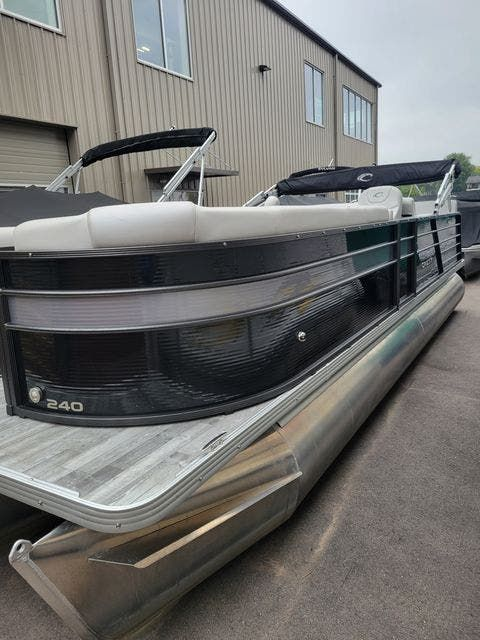 2019 Crest boat for sale, model of the boat is 240SLRC & Image # 1 of 20