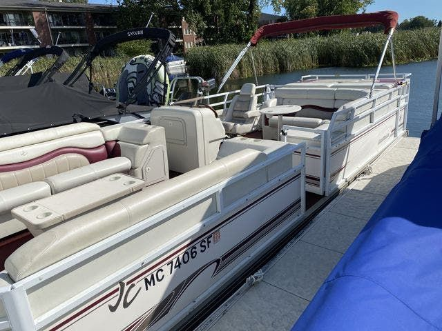 2002 JC boat for sale, model of the boat is 24 SUNTOON & Image # 1 of 8