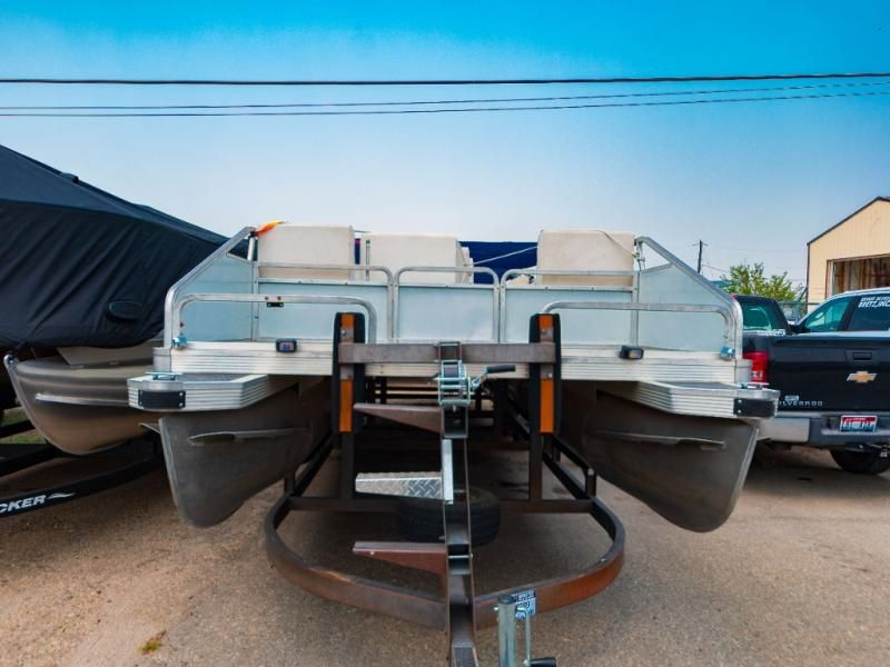 1987 Sun Tracker boat for sale, model of the boat is Party Barge 28 & Image # 2 of 7