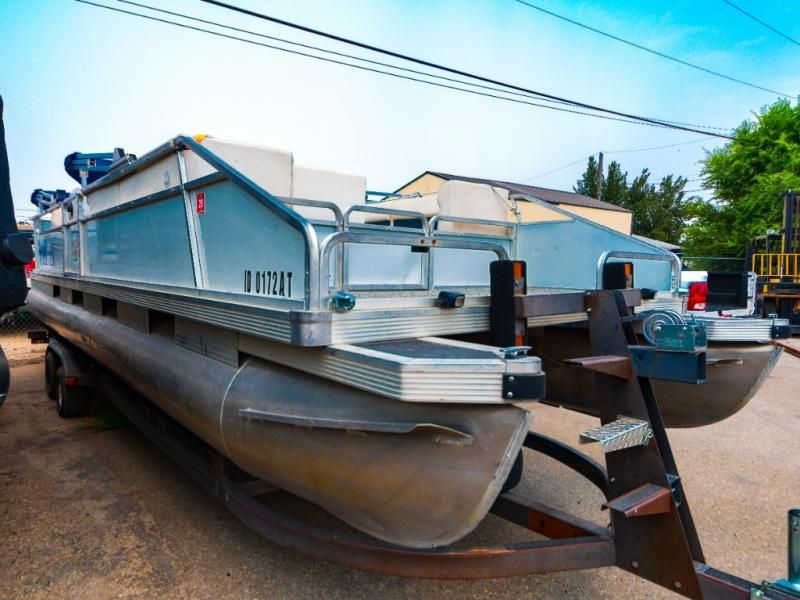 1987 Sun Tracker boat for sale, model of the boat is Party Barge 28 & Image # 1 of 7