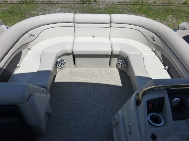 2019 Bennington boat for sale, model of the boat is 22SCWX & Image # 9 of 14