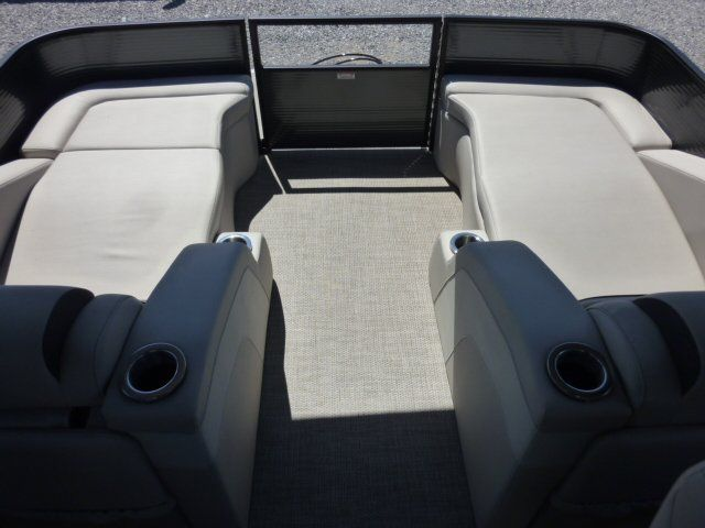 2019 Bennington boat for sale, model of the boat is 22SCWX & Image # 2 of 14