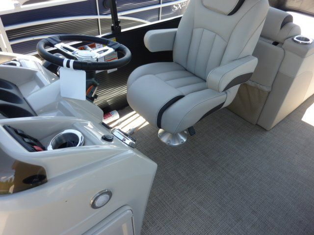 2019 Bennington boat for sale, model of the boat is 22SCWX & Image # 6 of 14