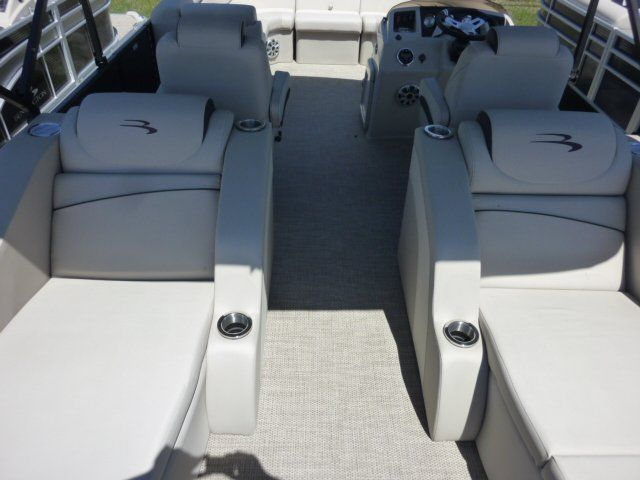 2019 Bennington boat for sale, model of the boat is 22SCWX & Image # 3 of 14