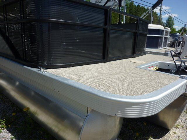 2019 Bennington boat for sale, model of the boat is 22SCWX & Image # 11 of 14