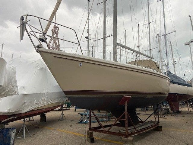 1985 Catalina Yachts boat for sale, model of the boat is 30' & Image # 1 of 26