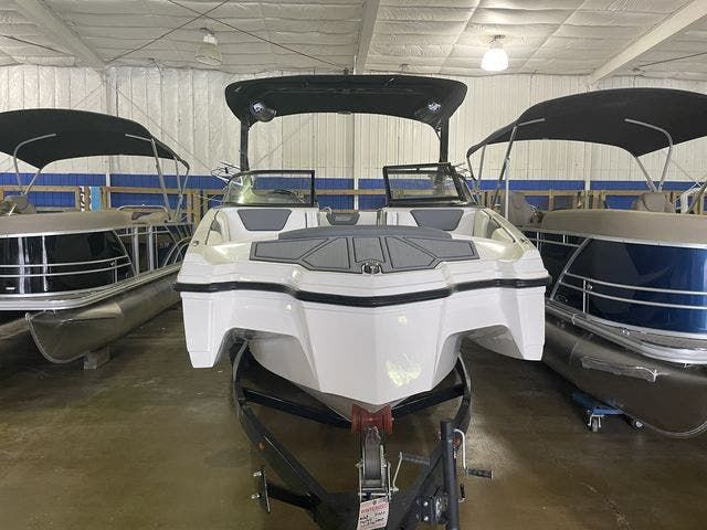 2022 Heyday boat for sale, model of the boat is 25-WTSURF & Image # 2 of 8