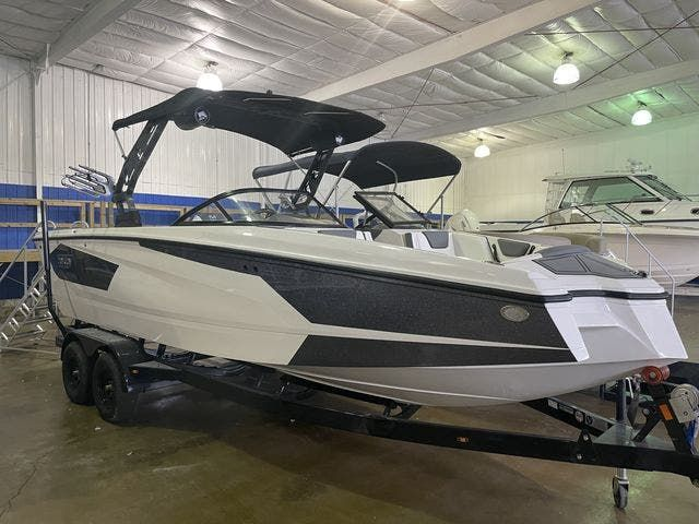 2022 Heyday boat for sale, model of the boat is 25-WTSURF & Image # 1 of 8