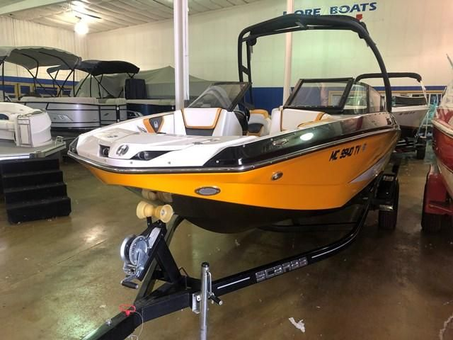 2015 Scarab boat for sale, model of the boat is 215 IMPULSE & Image # 2 of 10