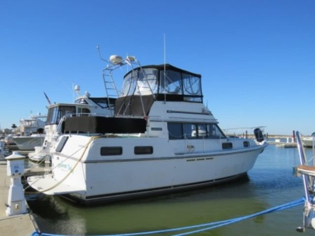 1986 Carver boat for sale, model of the boat is 36 AFT CABIN & Image # 2 of 2