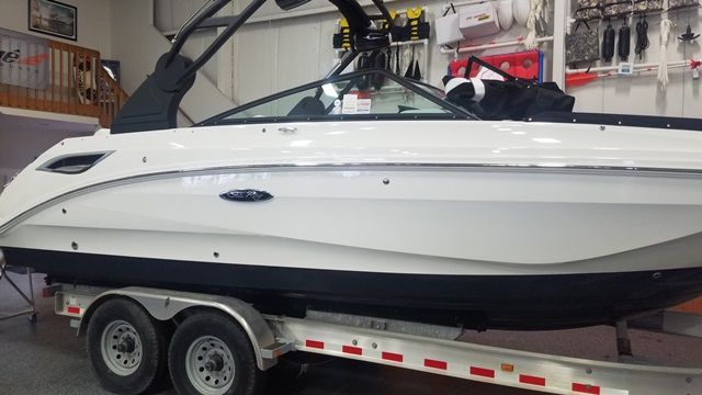 2019 Sea Ray boat for sale, model of the boat is 250SDX & Image # 1 of 2