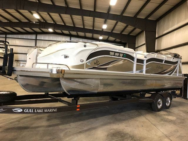 2016 JC boat for sale, model of the boat is 266 TRI-TOON & Image # 1 of 24