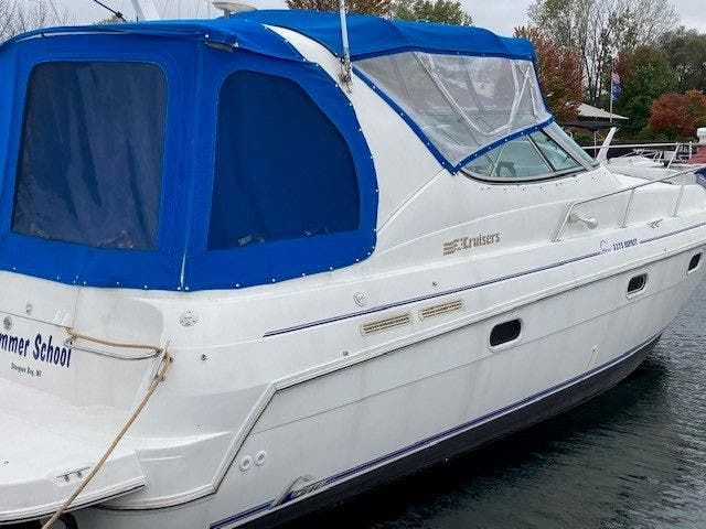 1997 Cruisers Yachts boat for sale, model of the boat is 3375 ESPRIT & Image # 2 of 17
