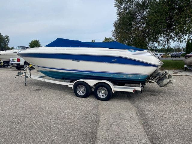 1992 Sea Ray boat for sale, model of the boat is 240BR & Image # 2 of 14
