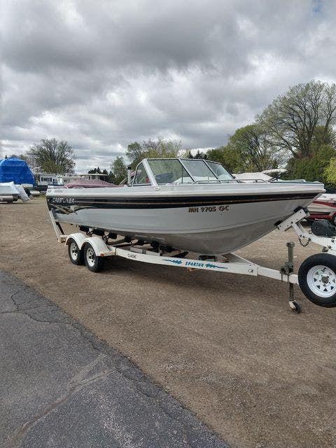 1993 Crestliner boat for sale, model of the boat is 2150 FISH & SKI & Image # 1 of 7