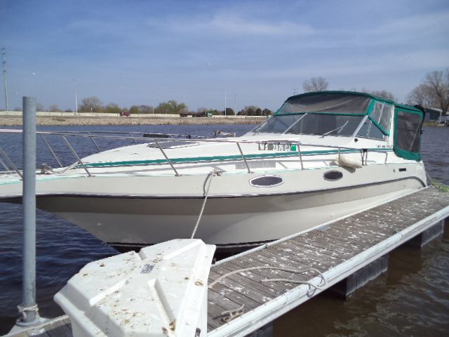 1989 Cruisers Yachts boat for sale, model of the boat is ROGUE 3060 & Image # 1 of 2