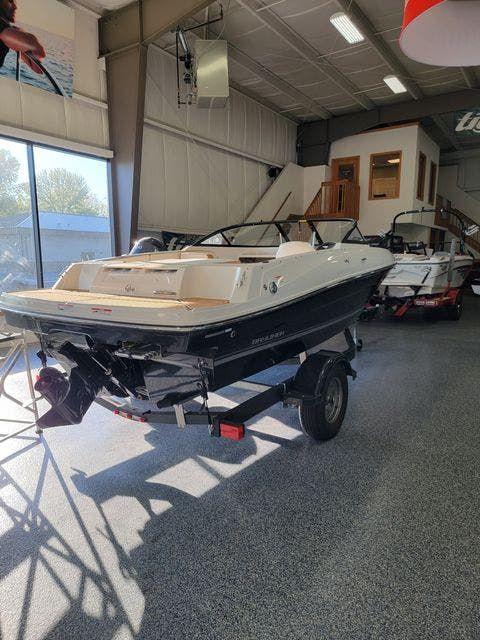 2020 Bayliner boat for sale, model of the boat is VR4 & Image # 2 of 8