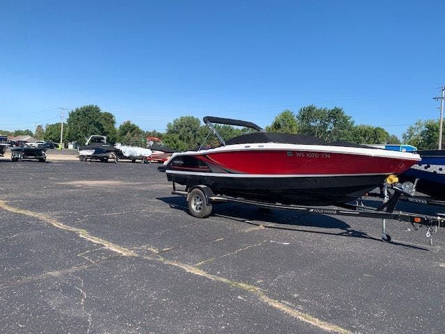 2017 Four Winns boat for sale, model of the boat is 200H/SS & Image # 2 of 12