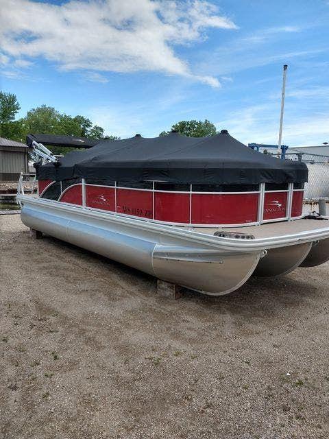 2018 Bennington boat for sale, model of the boat is 21 SLX & Image # 2 of 10