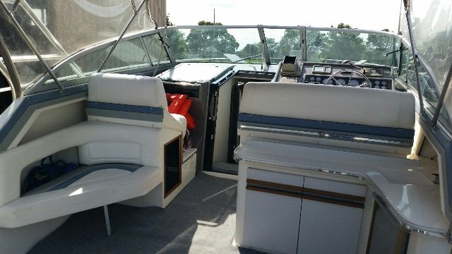 1991 Cruisers Yachts boat for sale, model of the boat is 3675 ESPRIT & Image # 2 of 2