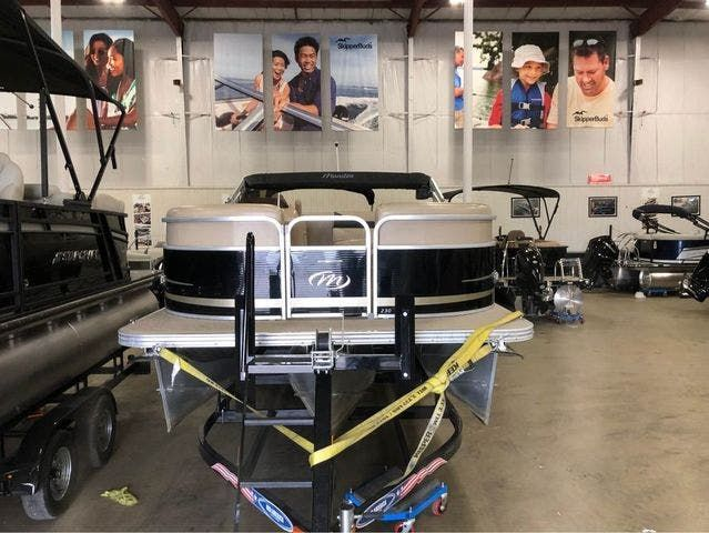 2012 Manitou boat for sale, model of the boat is 23 OASIS SE TT & Image # 2 of 15