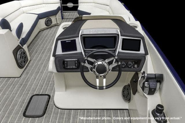2022 Harris boat for sale, model of the boat is 270CROWNE/SL/TT & Image # 2 of 7