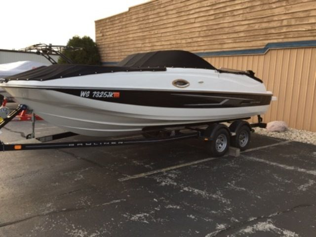2015 Bayliner boat for sale, model of the boat is 215 DECK BOAT & Image # 1 of 2