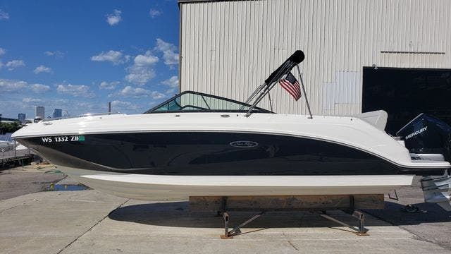 2020 Sea Ray boat for sale, model of the boat is 250SDXO & Image # 2 of 36