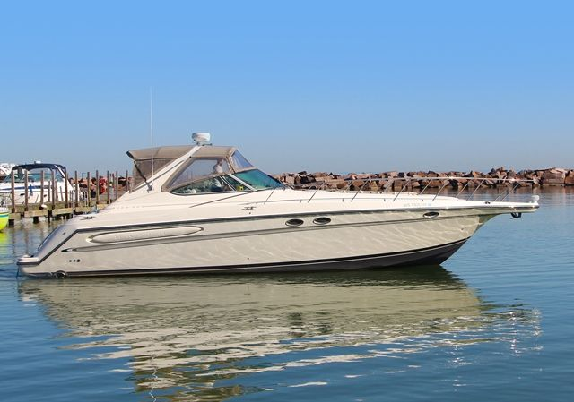 1998 Maxum boat for sale, model of the boat is 4100SCR & Image # 1 of 2