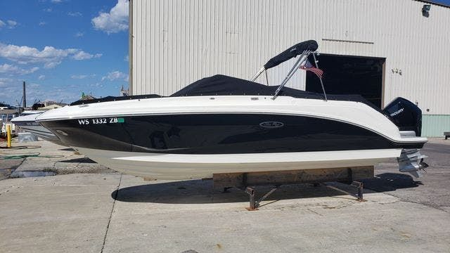 2020 Sea Ray boat for sale, model of the boat is 250SDXO & Image # 1 of 36