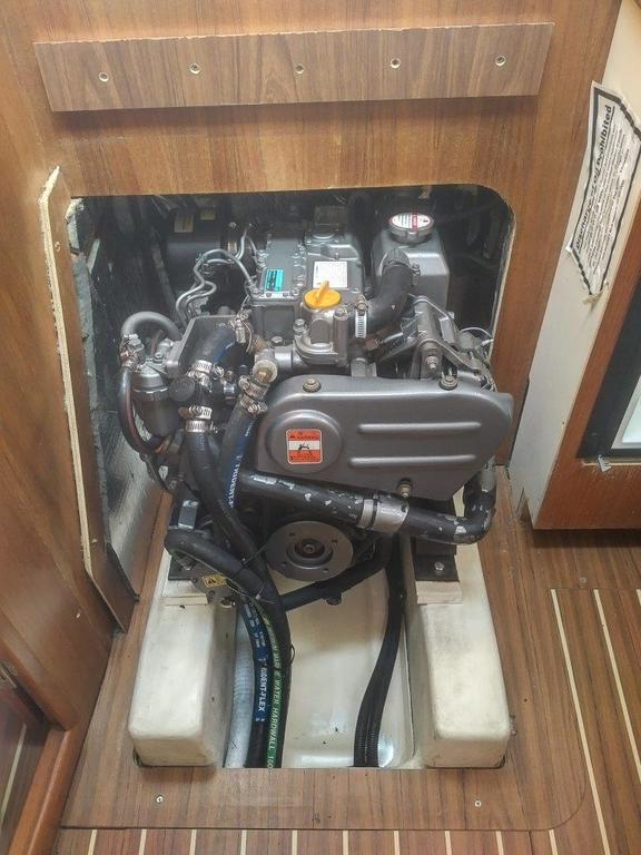2007 Hunter boat for sale, model of the boat is 33 & Image # 8 of 8